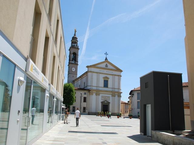 esterno banca a reddito vendita immobile curno piazza papa giovanni xxiii
