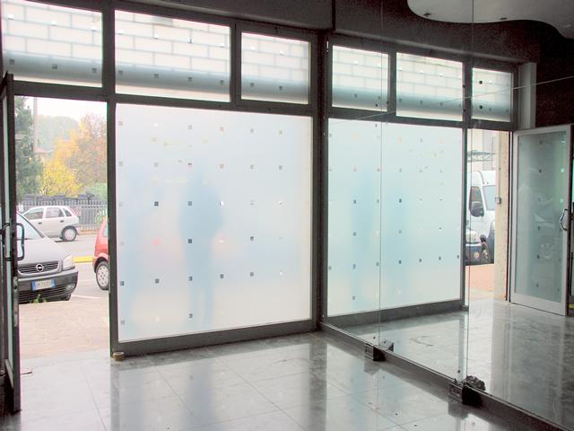 negozio bergamo curno mozzo briantea vetrina piano terra