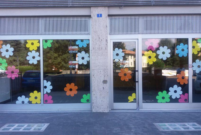 negozio fronte strada mozzo curno vendita prezzo ribassato briantea due vetrine altissima visibilità