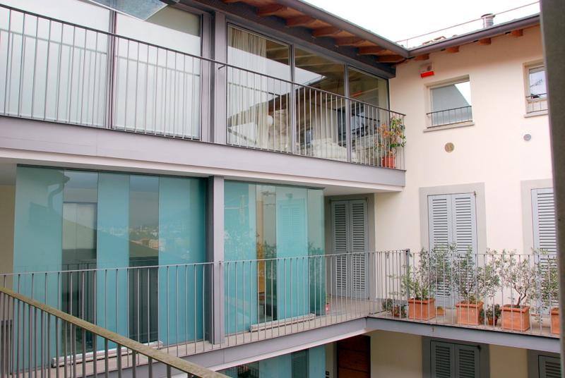 esterno pignolo mansarda travi vendita trilocale due livelli