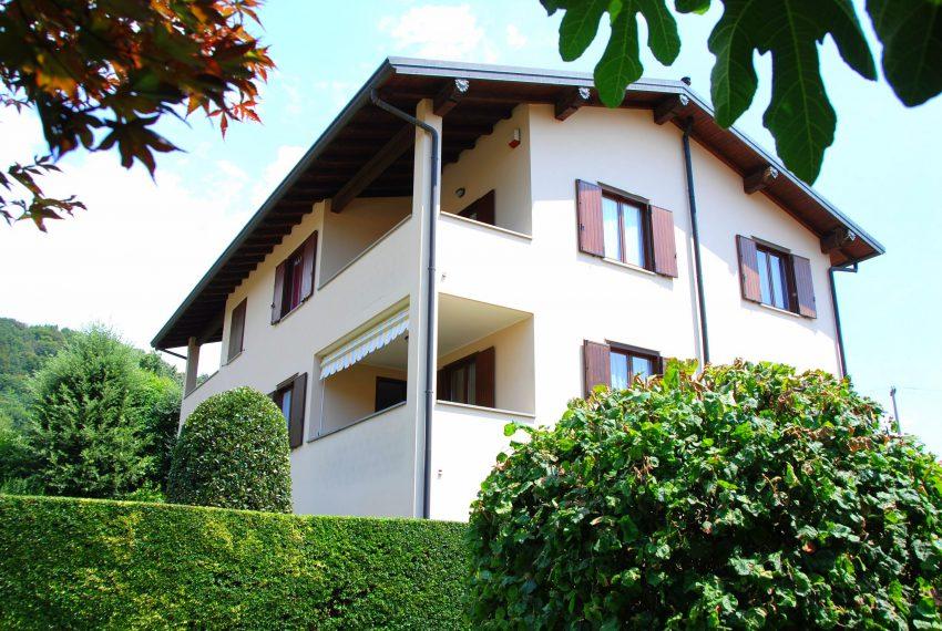 bergamo carvico villa indipendente bifamigliare più livelli verde collina ampio giardino quadrilocale taverna