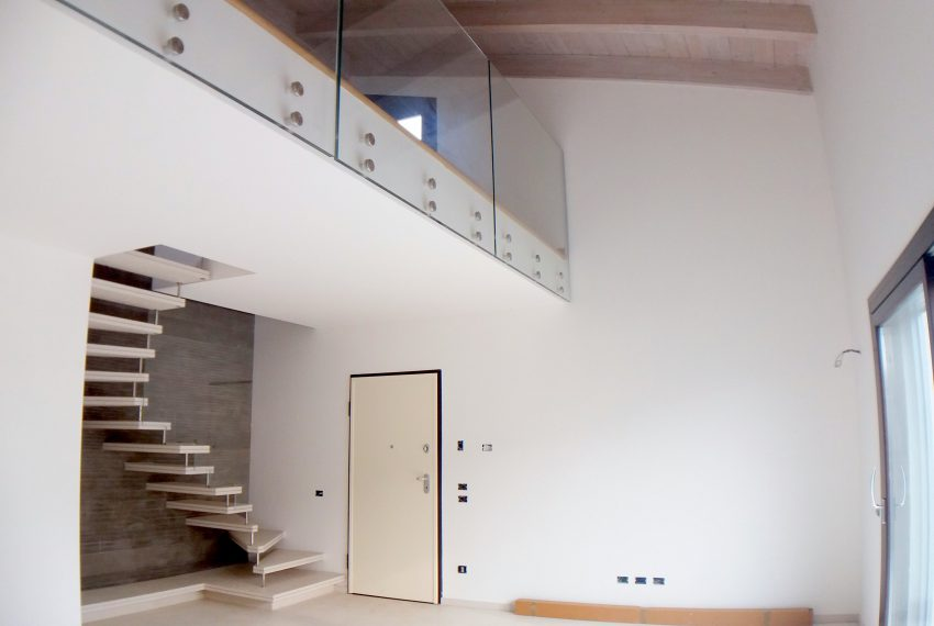 treviolo loft quadrilocale in villa vendita moderno design travi a vista box doppio terrazzo solarium