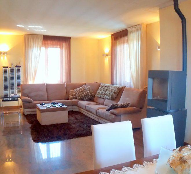 soggiorno vendita immobile casa singola villa bifamigliare box magazzino basculante automatizzata giardino terrazzo cucina abitabile
